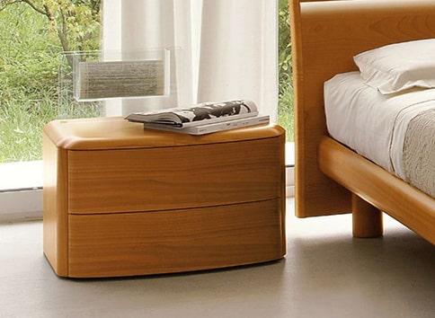 Moderny dreveny nocny stolik
