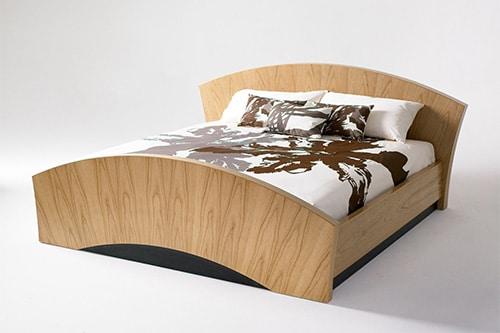 Moderná posteľ z masívu