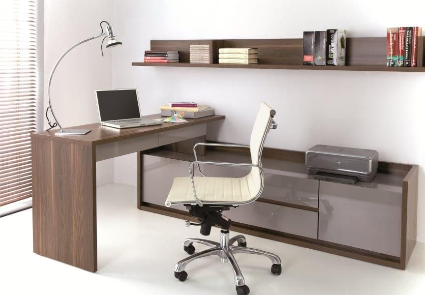 Письменный стол 150 с низким широким комодом.