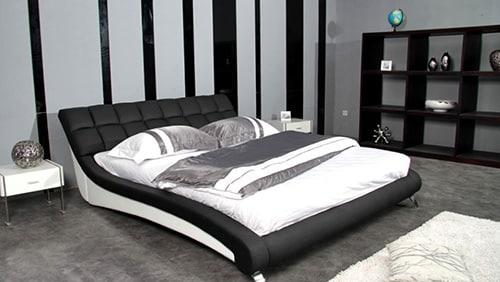Čierna kožená posteľ