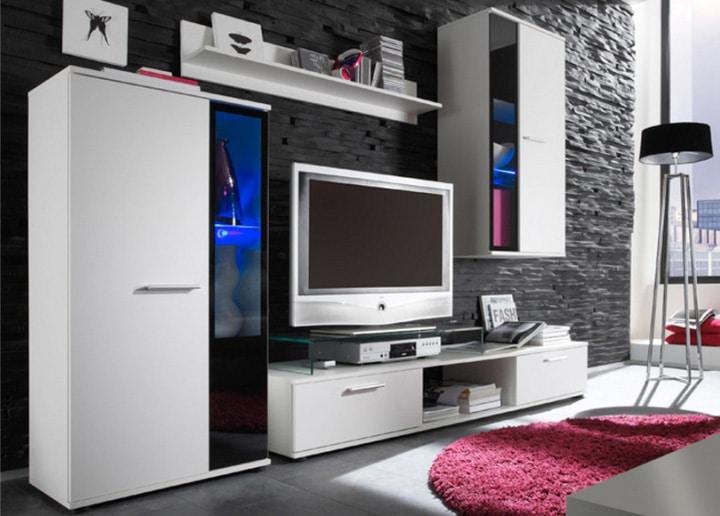 Biela obývacia stena