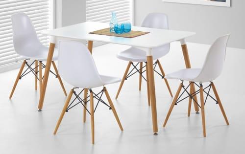 Biely jedálenský stôl