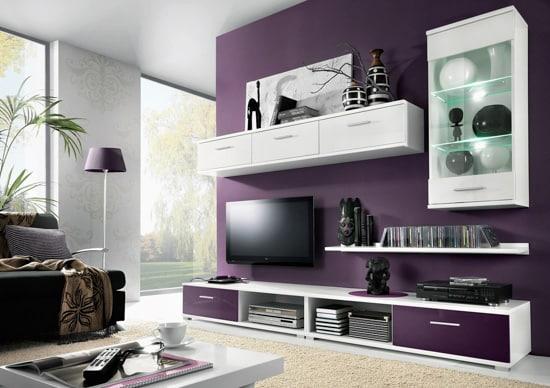 Fialová obývacia stena
