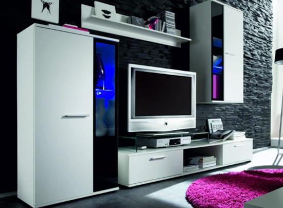 Malá biela obývacia stena