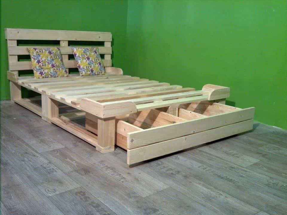 Paletová posteľ z úložným priestorom