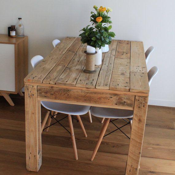Vidiecky stôl z paliet